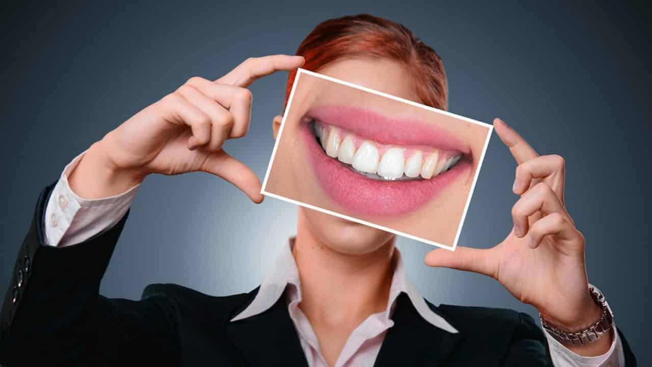 Le dentifrice en poudre fait maison pour une routine quotidienne plus saine