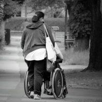 Pourquoi et comment devenir salarié aidant d'une personne dépendante ?